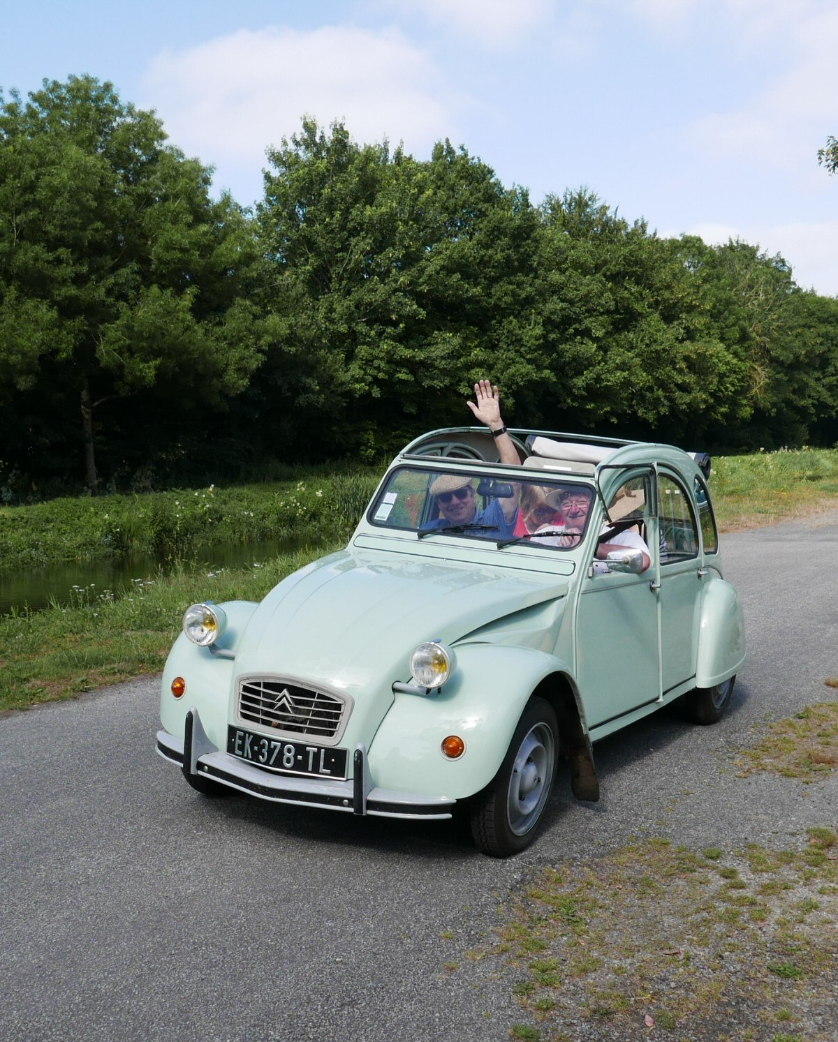 2cv on hire