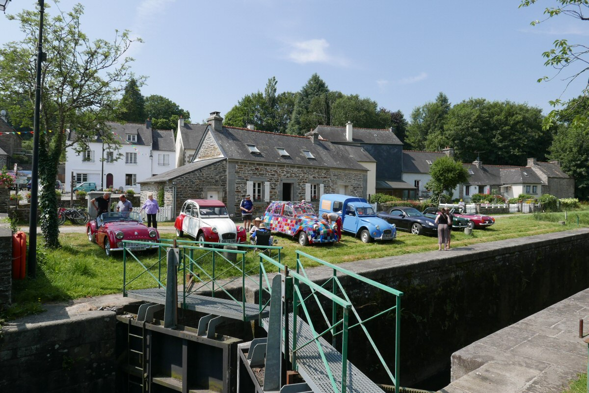 2CV's at the lockhouse
